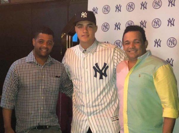 Osiel-Rodríguez-Mejor-prospecto-del-picheo-internacional-firma-con-los-Yankees-603x450