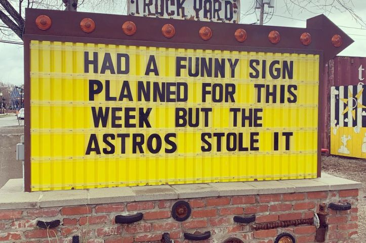 truck_yard_sign.0